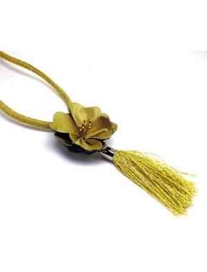 Colier cu o floare, textil si blugi,  auriu