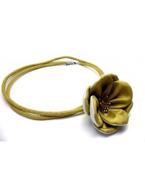 Colier cu o floare, argint -auriu