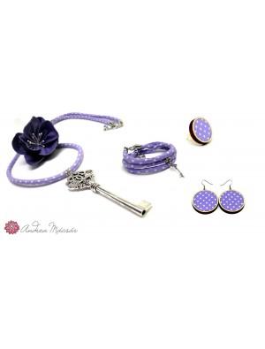Set de colier, bratara, cercei si inel, din textil si lemn, mov, cu un medalion- cheie si o floare
