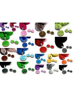 Set esarfa si cercei, din textil si lemn, se poate comanda in orice culoare